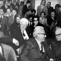Homenaje de la casa de Antioquia, don Guillermo Cano junto Belisario Betancourt, su hermano Luis Gabriel Cano y Carlos Lleras.