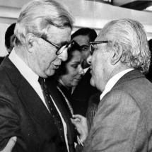 Don Guillermo Cano junto al presidente Virgilio Barco.