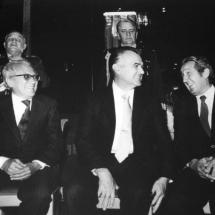 Don Guillermo Cano junto a Miguel de la Madrid,presidente de México ese año, y Rodrigo Ospina Hernández en la posesión de De la Madrid.