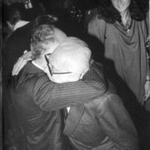 Abrazo de don Guillermo con su hermano Alfonso.